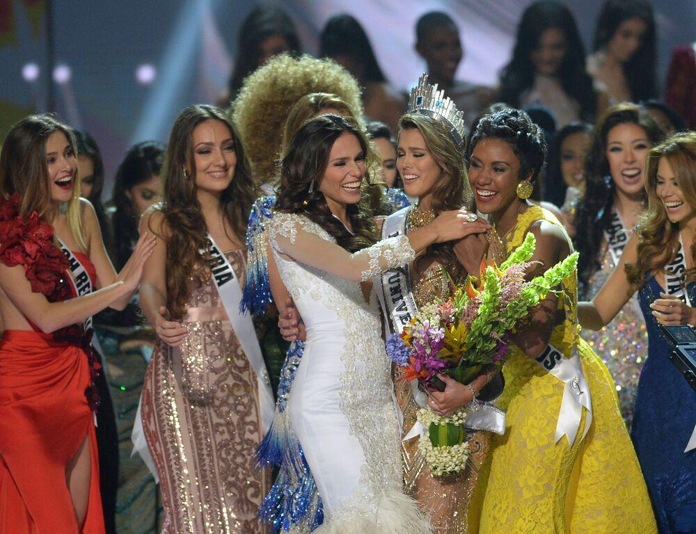 الفرنسية إيريس ميتينير تفوز بلقب ملكة جمال الكون لعام 2017 في مانيلا، الفلبين 30 يناير/ كانون الثاني 2017