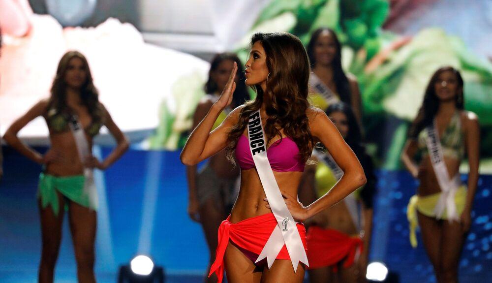 الفرنسية إيريس ميتينير خلال مسابقة ملكة جمال الكون لعام 2017 في مانيلا، الفلبين 30 يناير/ كانون الثاني 2017