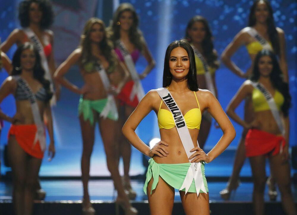 المتسابقة تشاليتا سوانساين من تايلندا خلال مسابقة ملكة جمال الكون لعام 2017 في مانيلا، الفلبين 30 يناير/ كانون الثاني 2017