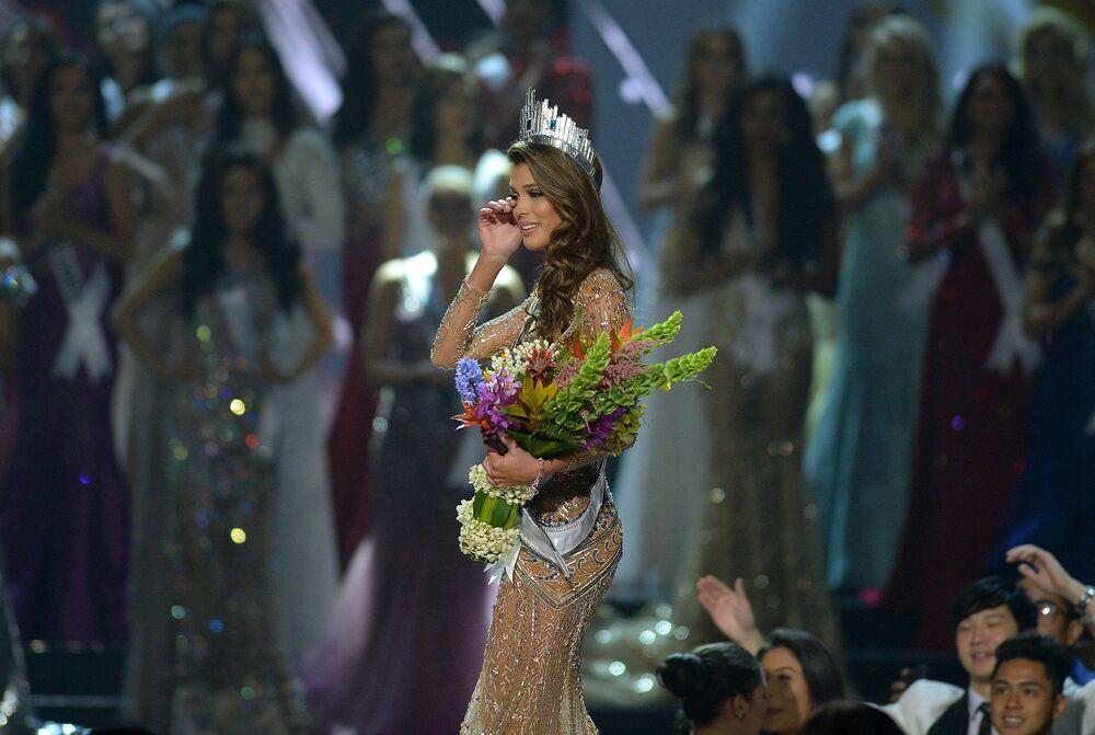 الفرنسية إيريس ميتينير الحائزة على لقب ملكة جمال الكون لعام 2017 بعد إعلان النتائج، الفلبين 29 يناير/ كانون الثاني 2017