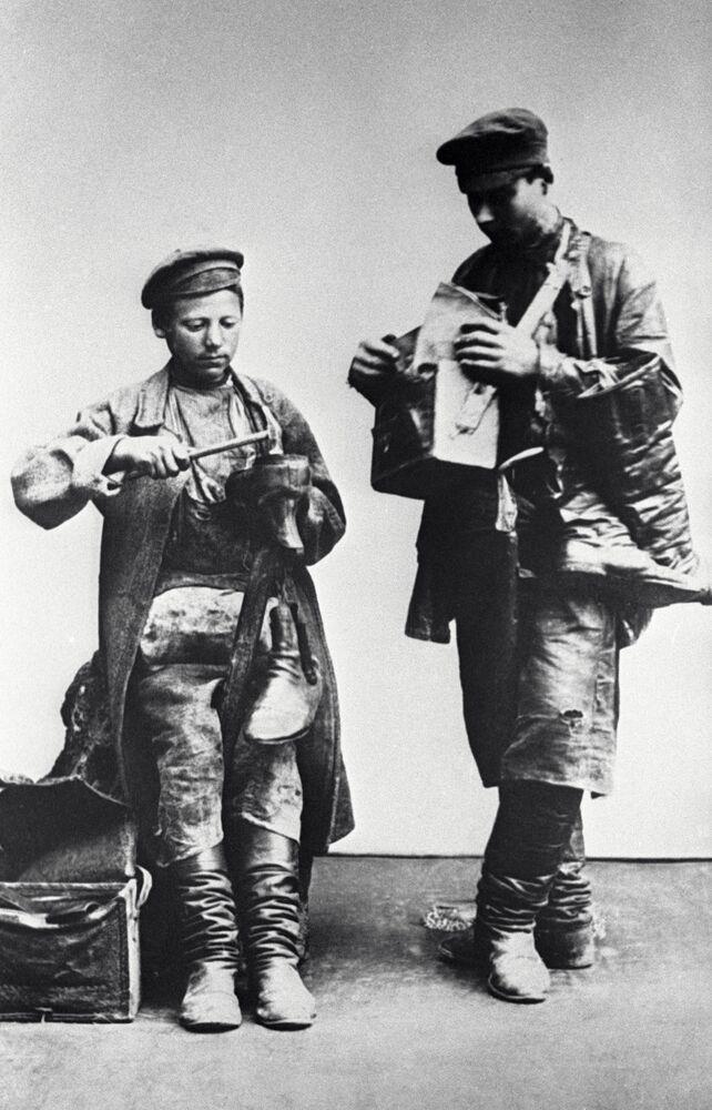 صنّاع الأحذية، موسكو عام 1913