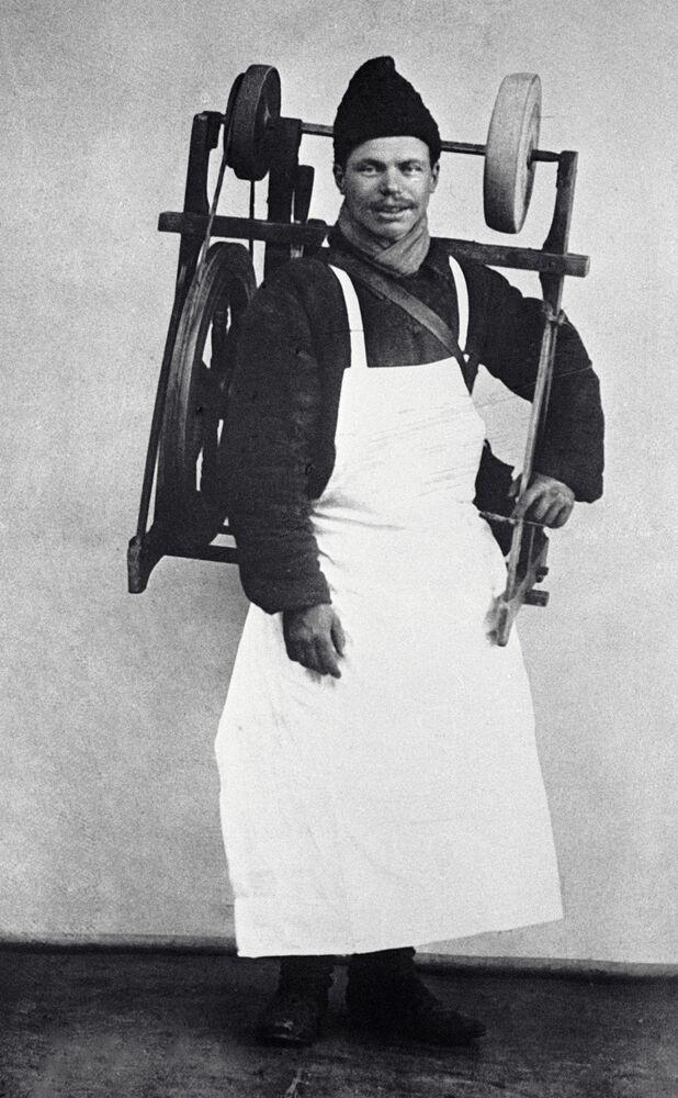 عامل شحذ، موسكو 1913