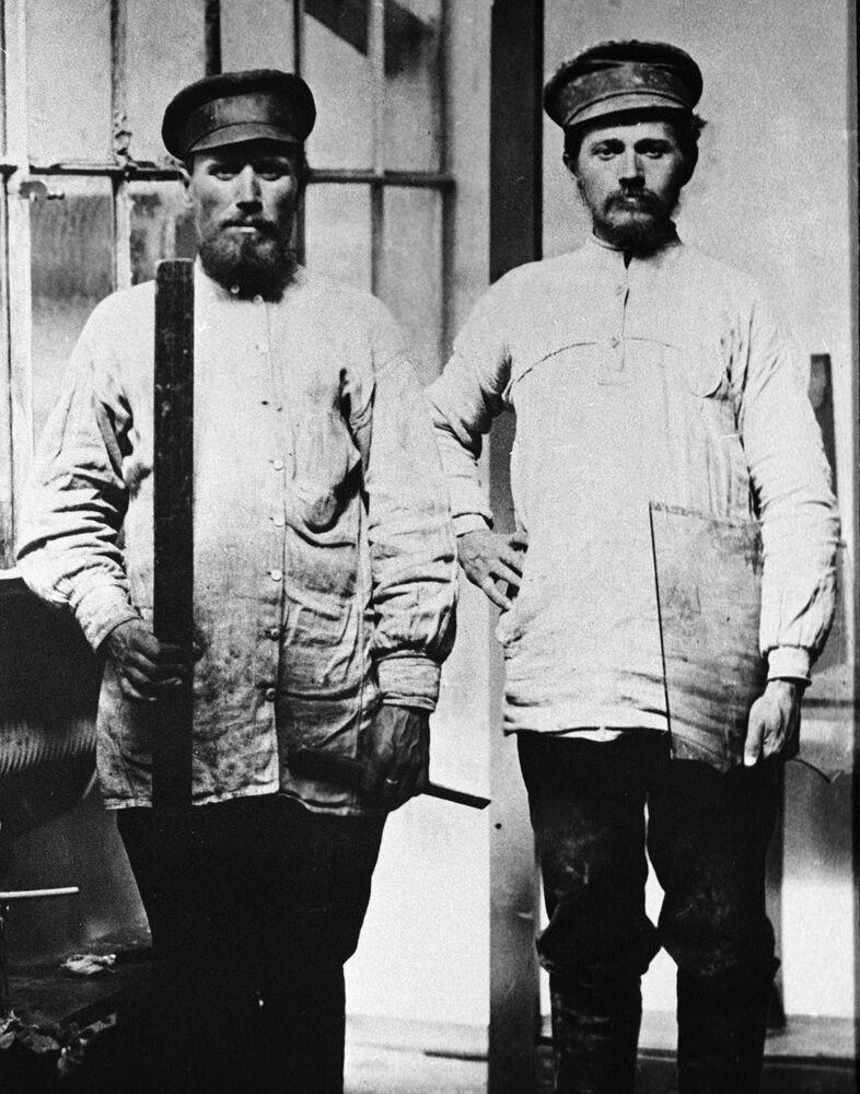عمال في مصنع الزجاج، موسكو عام 1913