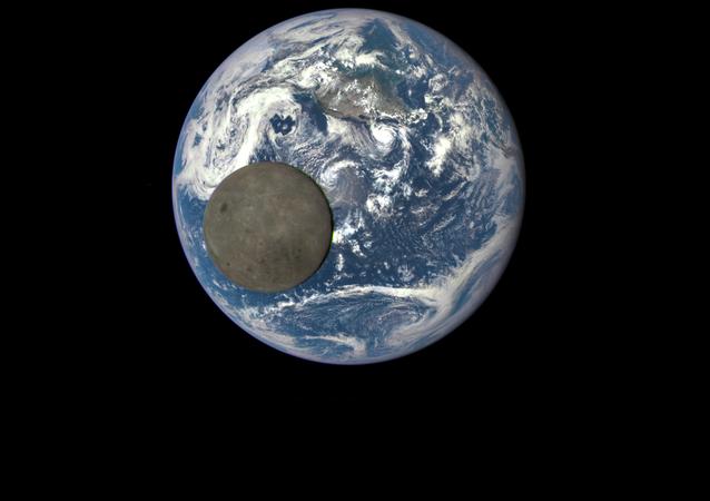 الأرض و القمر