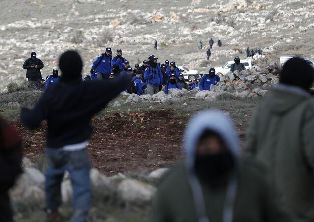مستوطنون إسرائيليون  في أمونا شمال شرق رام الله بالضفة الغربية، فلسطين 1 فبراير/ شباط 2017
