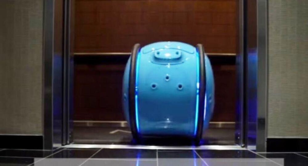 روبوت حقيبة يتبع صاحبه