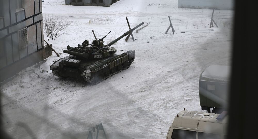 دبابة في أحد شوارع بلدة أفدييفكا