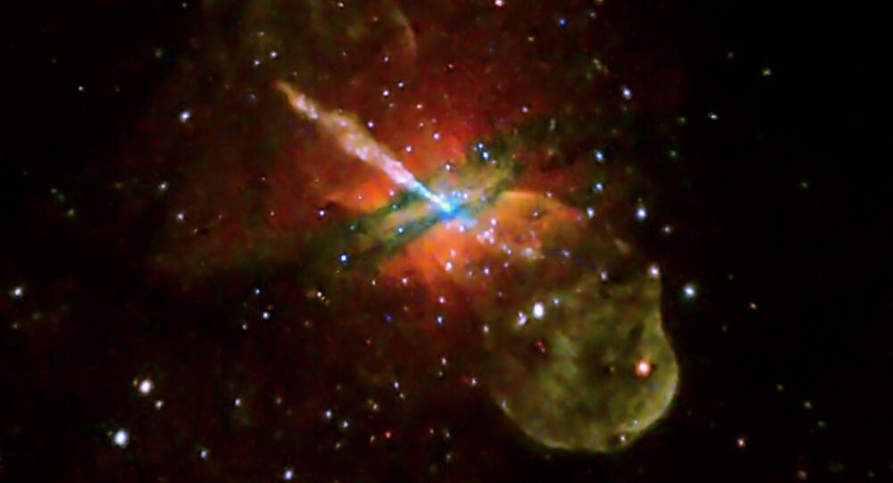 ثقب أسود في المجرة Centaurus A وتنبعث منها طاقة ضوئية قوية