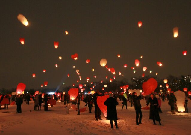 إطلاق المناطيد الهوائية في نوفوسيبيرسك إحتفالا بعيد الحب ، الفالنتاين، عيد العشاق