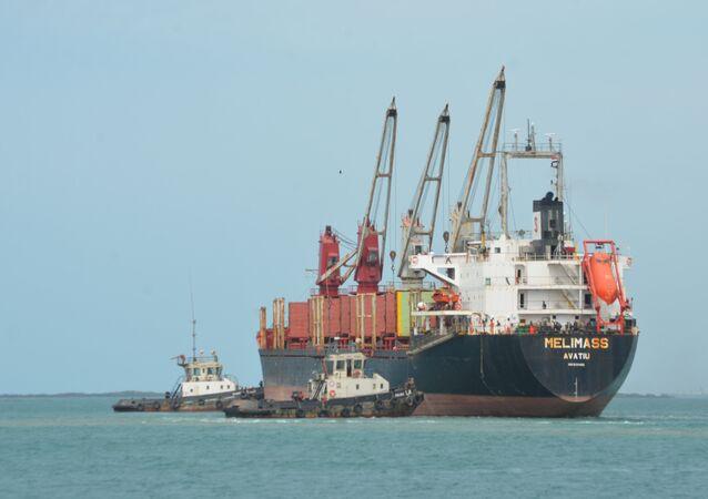 سفينة بميناء الحديدة