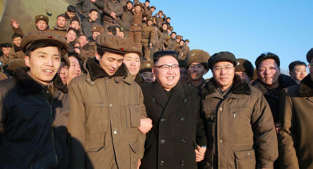 زعيم كوريا الشمالية يتابع عن قرب عملية اختبار لإطلاق صاروخ Pukguksong-2، بيونغيلنغ، كوريا الشمالية 13 فبراير/ شباط 2017