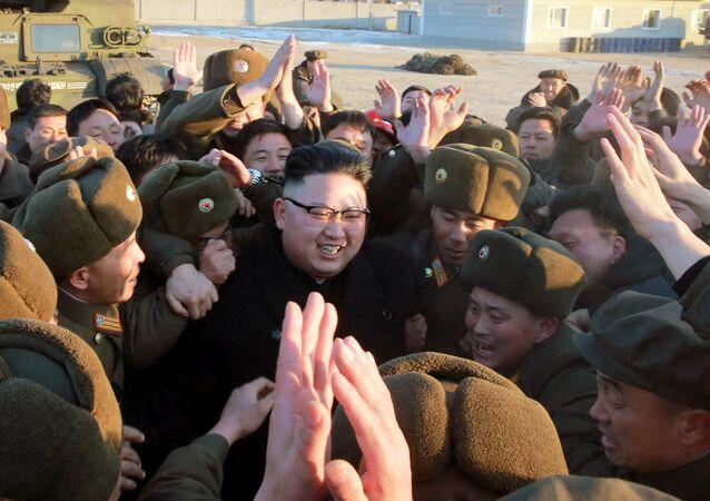 زعيم كوريا الشمالية يتابع عن قرب عملية اختبار لإطلاق صاروخ