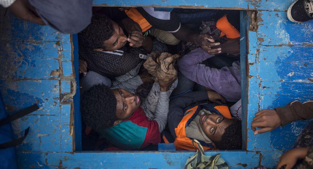 جائزة صورة الصحافة العالمية لعام 2017 (World Press Photo 2017) - فئة تغطية إخبارية للحدث - اسم الصورة الهجرة عبر المتوسط (Mediterranean Migration) - المرتبة الثالثة للمصورماثيو ويلكوكس