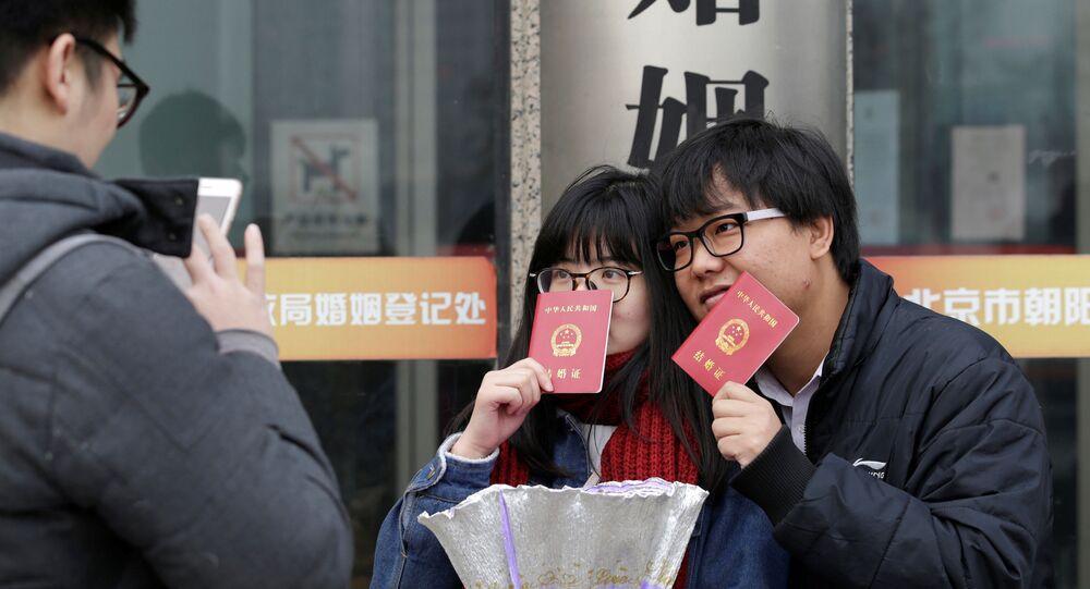 يوم الفالنتاين في بكين، الصين - متزوجان جدد