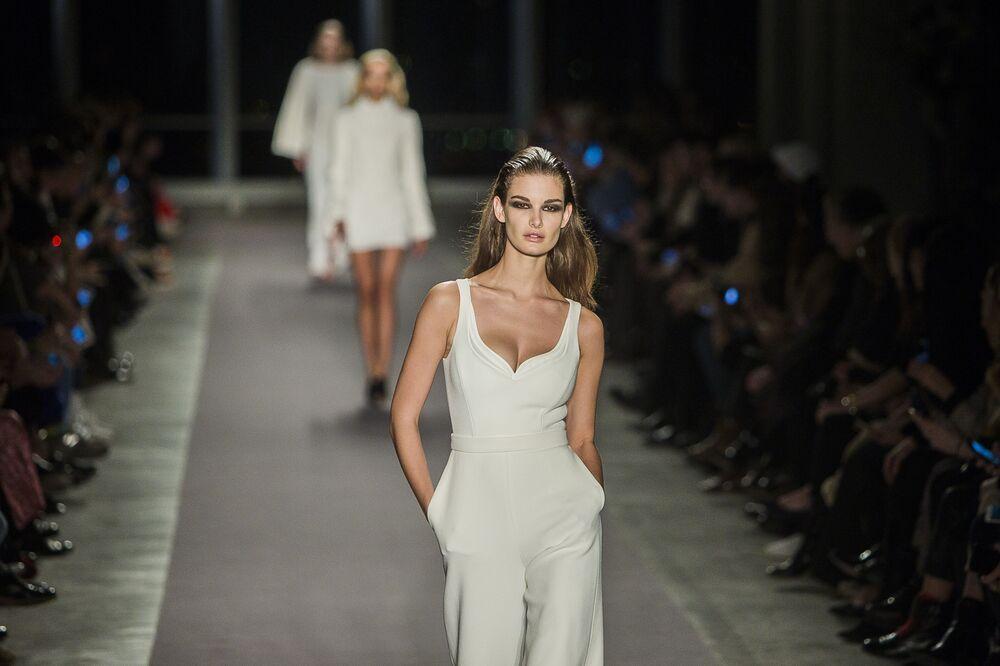 عارضات أزياء تقدم مجموعة أزياء  من براندون ماكسويل في عرض أسبوع نيويورك للموضة، مانهاتن، الولايات المتحدة 14 فبراير/ شباط 2017