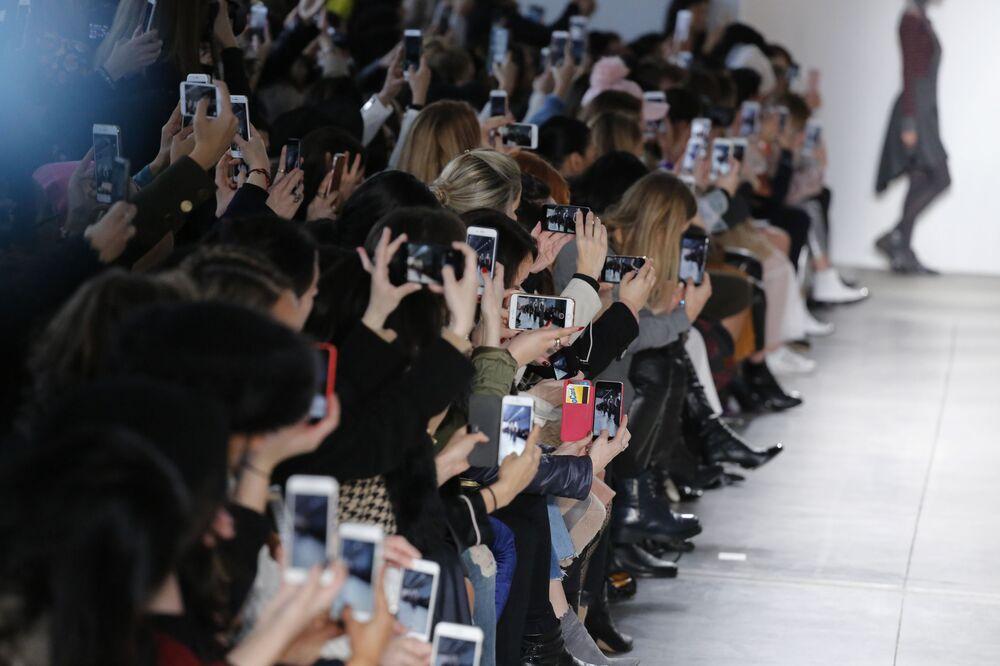 الحضور خلال عرض عارضات أزياء لمجموعة أزياء من Verdad  في عرض أسبوع نيويورك للموضة، مانهاتن، الولايات المتحدة 12 فبراير/ شباط 2017