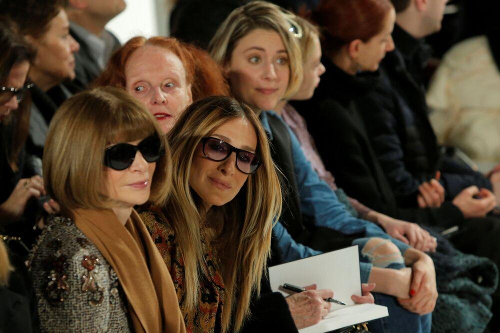 رئيس تحرير مجلة فوغ (Vogue ) آنا فينتور والممثلة الأمريكية سارة جيسيكا باركر خلال أسبوع نيويورك للموضة، مانهاتن، الولايات المتحدة، 10 فبراير/ شباط 2017