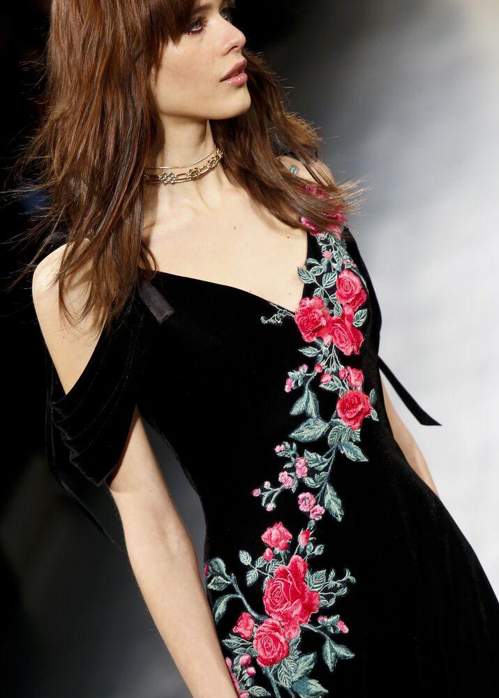 عارضات أزياء تقدم مجموعة أزياء  من تداشي شوجي في عرض أسبوع نيويورك للموضة، مانهاتن، الولايات المتحدة  9 فبراير/ شباط 2017