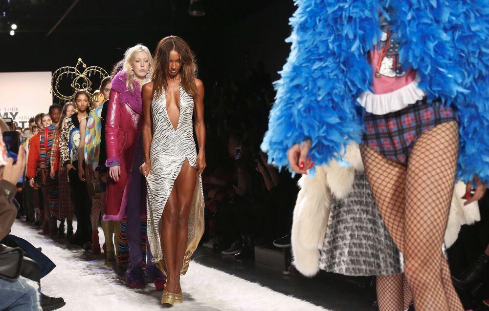 عارضات أزياء تقدم مجموعة أزياء خريف/ شتاء 2017 من جيريمي سكوت في عرض أسبوع نيويورك للموضة، مانهاتن، الولايات المتحدة 10  فبراير/ شباط 2017