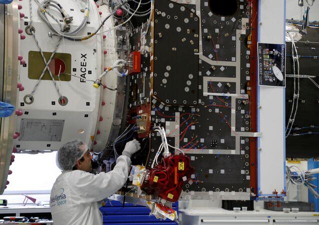 صناعة مركبات الفضاء