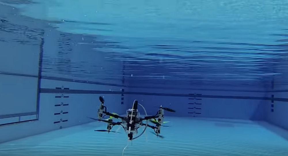 طائرة بدون طيار قادرة على الغوص