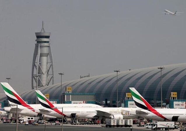 طائرة ركاب بمطار دبي
