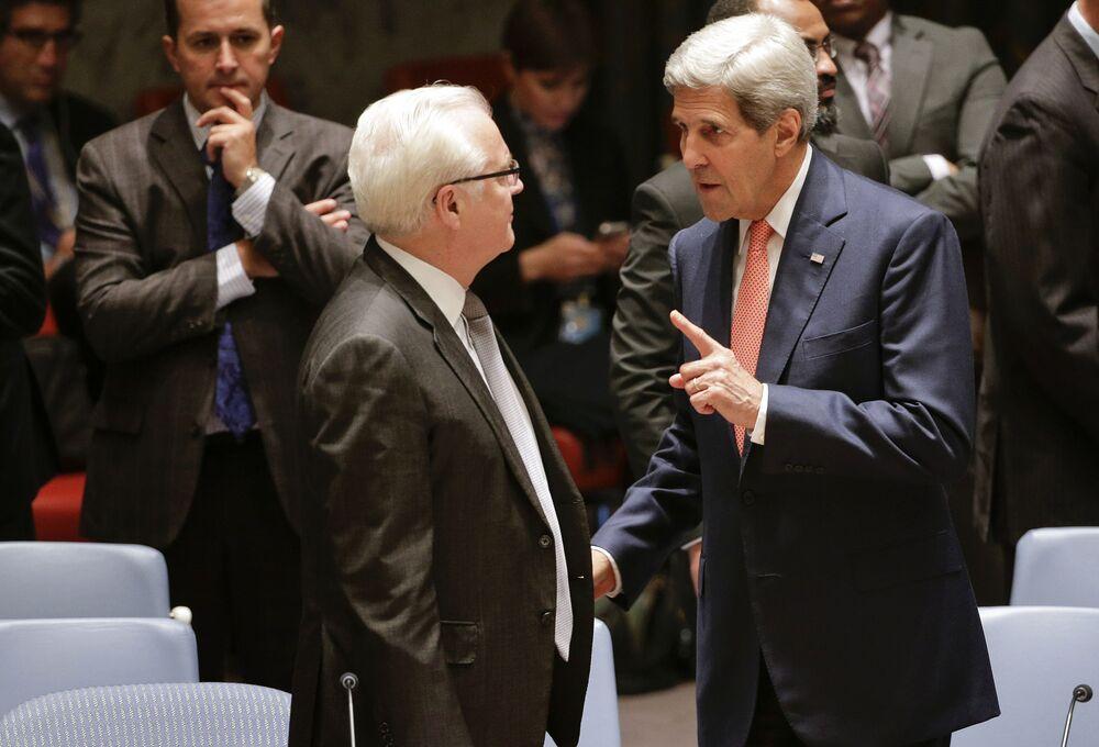 ممثل روسيا الدائم لدى الأمم المتحدة فيتالي تشوركين بمجلس الأمن خلال حديثه مع وزير الخارجية الأمريكي جون كيري، نيويورك، 19 سبتمبر/ أيلول 2014