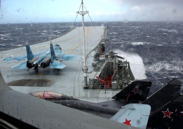 استعداد القاذفة ميغ-29ك للإقلاع من الطراد الأميرال كوزنيتسوف في البحر المتوسط