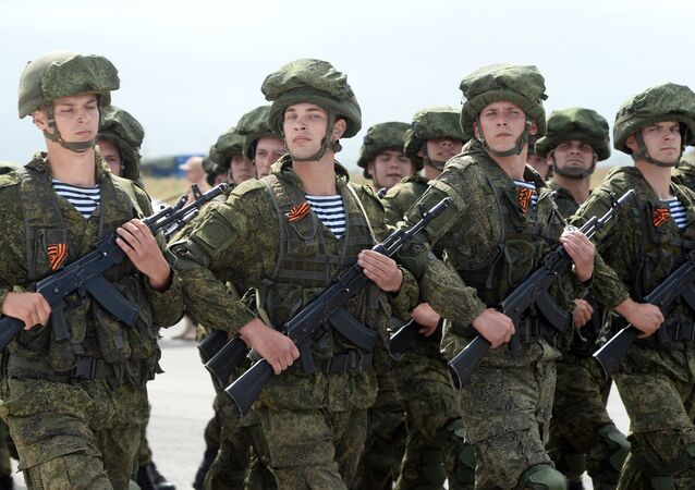 عرض عسكري لقوات الجيش الروسي بمناسبة الذكرى الـ 71 لـ عيد النصر ضد ألمانيا النازية في الحرب الوطني (1941-1945) في القاعدة العسكرية حميميم