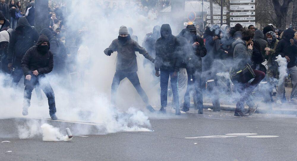 مواجهات مع الشرطة الفرنسية بعد إصابة شاب أسود أثناء اعتقاله