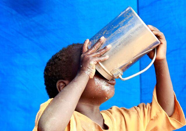 طفل كيني يعاني الجوع