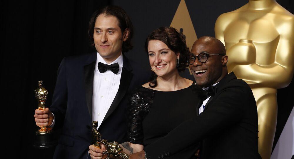 أبطال فيلم مون لايت خلال حفل توزيع جوائز الأوسكار