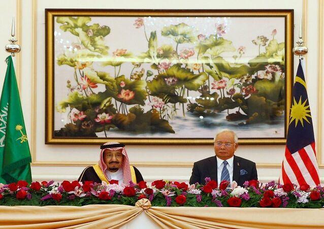 الملك سلمان ورئيس وزراء ماليزيا