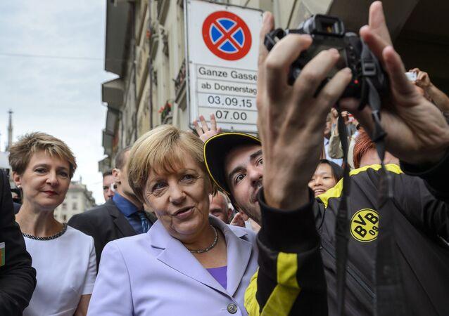 صورة سيلفي مع مستشارة ألمانيا أنجيلا ميركل