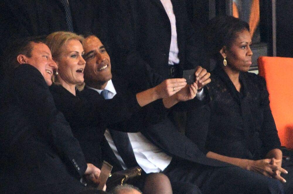صورة سيلفي مع رئيس الولايات الأمريكية (السابق) باراك أوباما