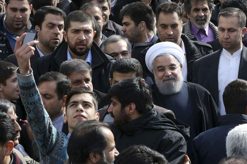 صورة سيلفي مع رئيس إيران حسن الروحاني