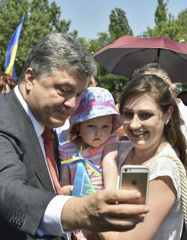 صورة سيلفي مع رئيس أوكرانيا بيترو بوروشينكو