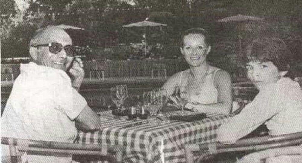 رفعت الجمال مع زوجته الألمانية وابنه الوحيد