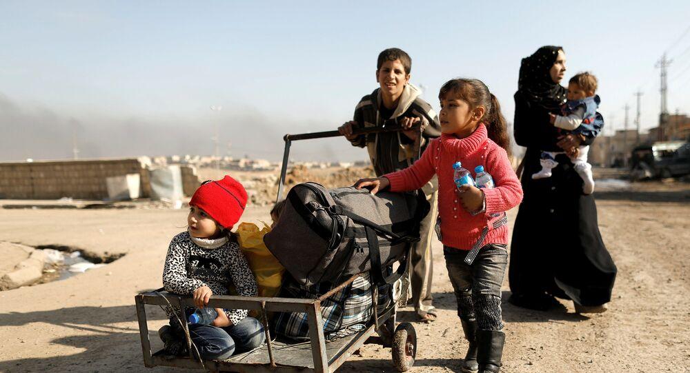الأطفال يهربون من الحرب في الموصل