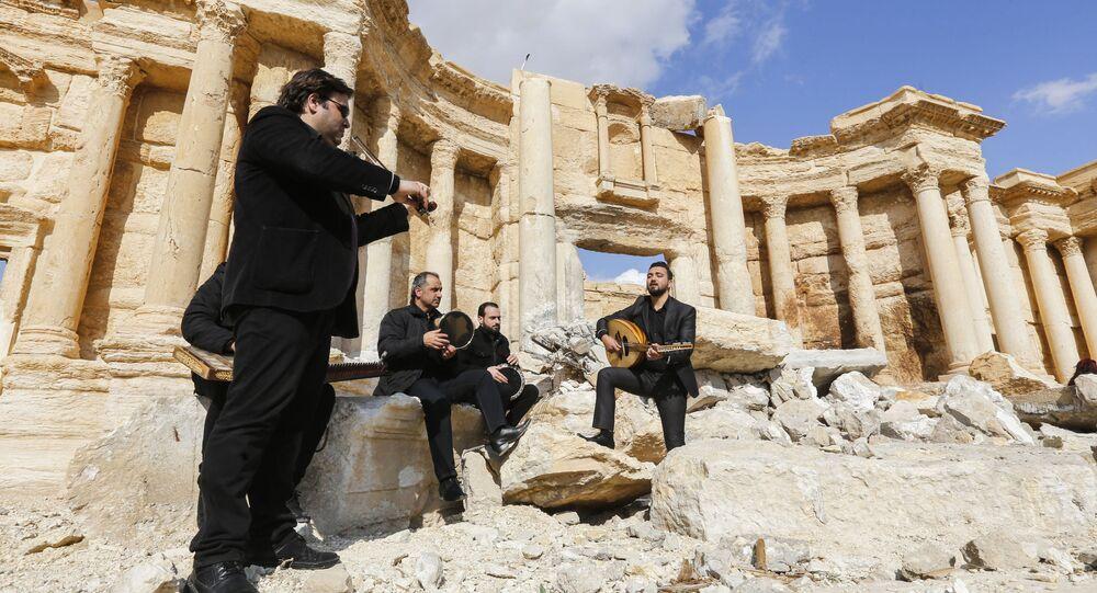 موسيقيون سوريون في مسرح تدمر الأثري بعد تحريره، سوريا 4 مارس/ آذار 2017