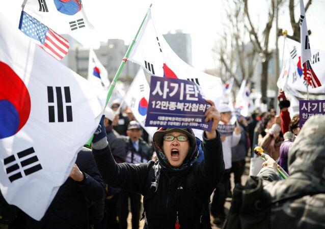 أنصار القائد باك غين-خي في سيؤول، كوريا الجنوبية 21 مارس/ آذار 2017
