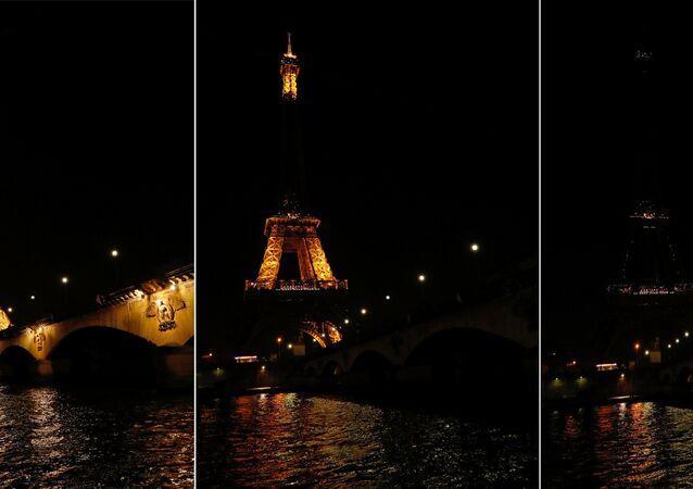 ساعة الأرض-2017 - برج إيفل في باريس، فرنسا