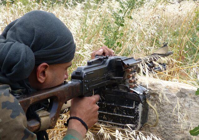 الجيش السوري يحصن مواقعه قرب محردة بمساندة السكان