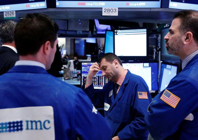 انخفاض الأسهم الأمريكية