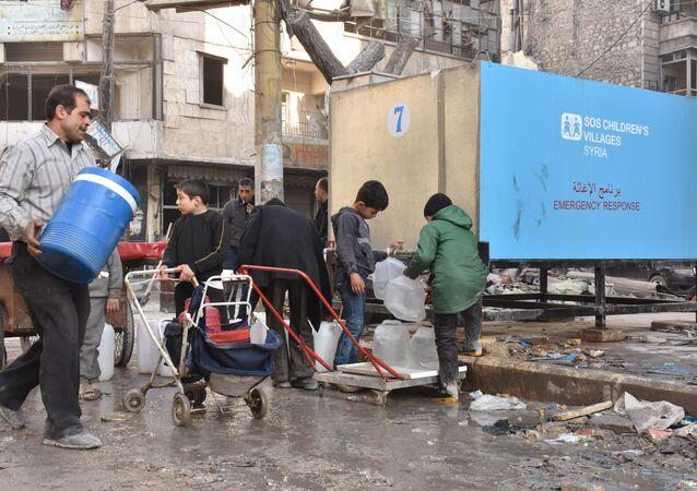الخزانات الثابتة تروي عطش أهالي حلب