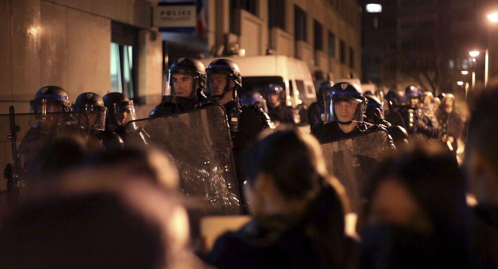 احتجاجات باريس ضد الشرطة الفرنسية التي قتلت رجلاً صينياً بطريق الخطأ، بزعم أنه كان يحمل مقصاً وهدد أحد أفراد الشرطة
