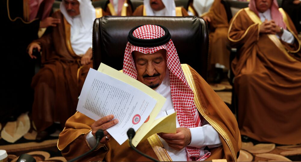الملك سلمان في القمة العربية