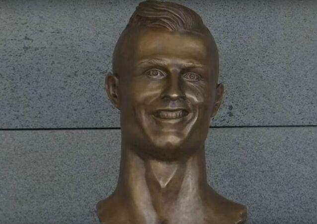 تمثال رونالدو