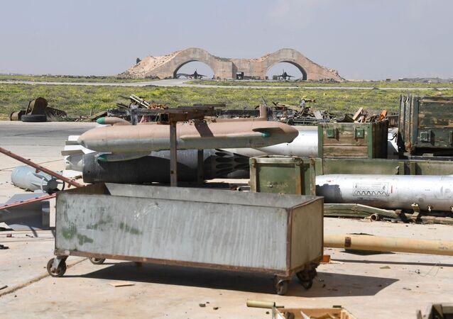 آثار القصف الأمريكي على قاعدة الشعيرات السورية