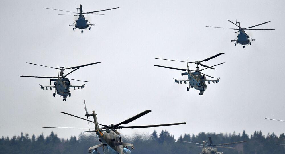مروحيات كا-52 (أليغاتور) خلال التدريبات العسكرية الجوية في المطار العسكري الجوي كوبينكا بمقاطعة موسكو